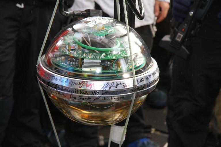 Внешний вид детектора обсерватории _IceCube_
