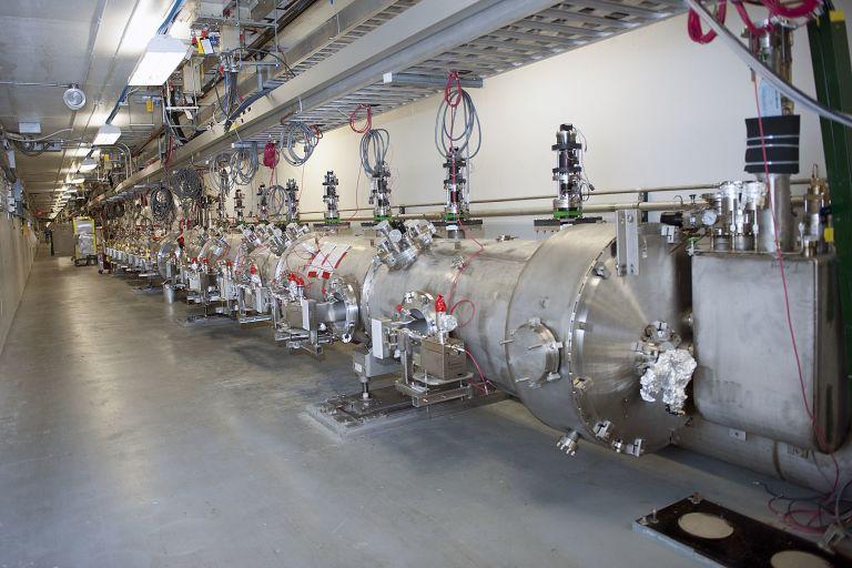 Одна из секций ускорителя в Jefferson Lab.