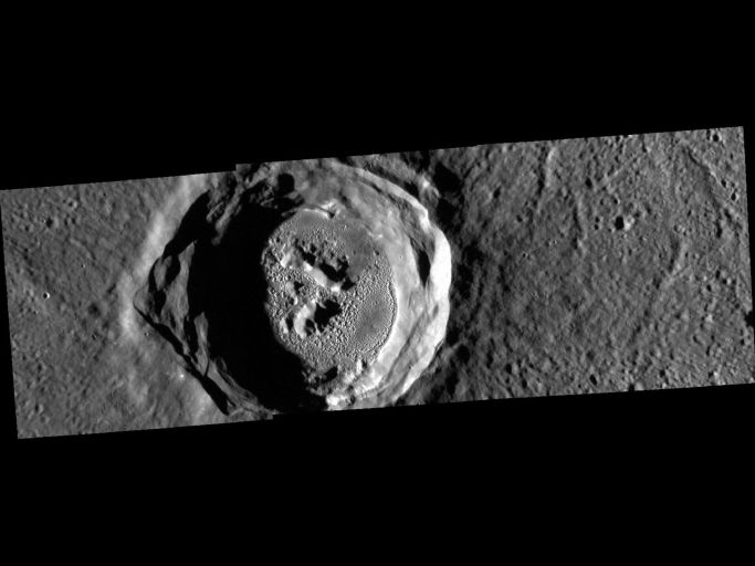 Фотография кратера Кертес (Kertész), сделанная аппаратом MESSENGER