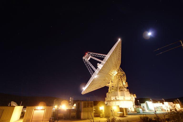 70-метровая антенна, расположенная в голдстоуновском комплексе Сети дальней космической связи НАСА.
