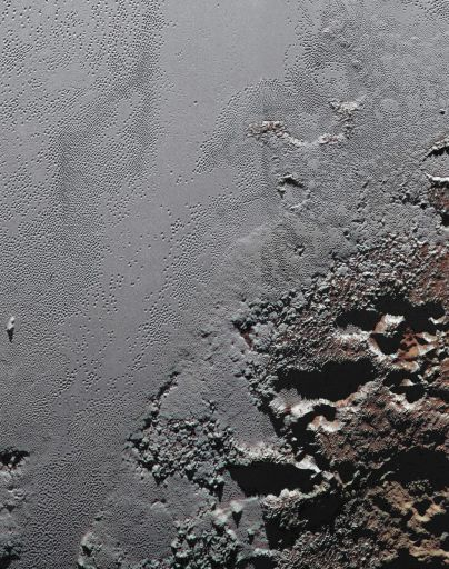 снежно-ледяная поверхность плутона