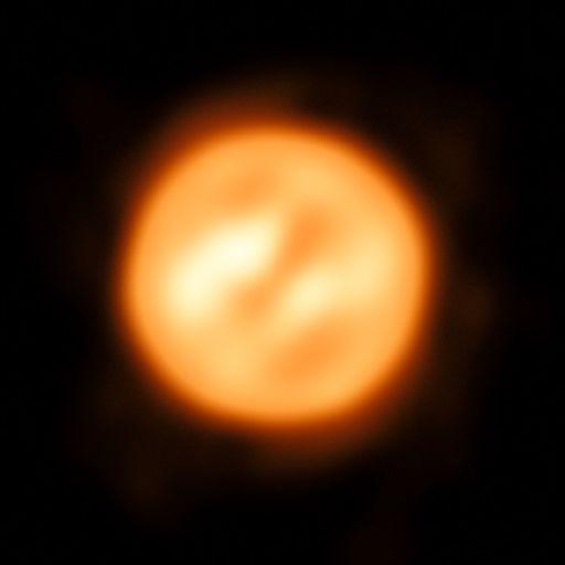 Изображение красного сверхгиганта Антареса