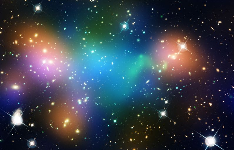 Распределение тёмной материи, галактик и горячего газа в скоплении галактик _Abell_ 520