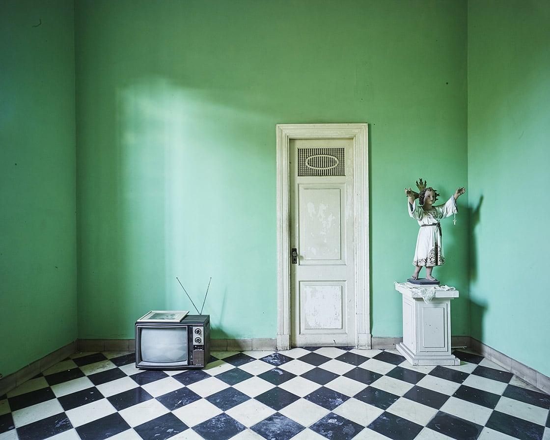 'Angel Arms and Rabbit Ears, Havana, Cuba', 2014 - David Burdeny at Kostuik Gallery
