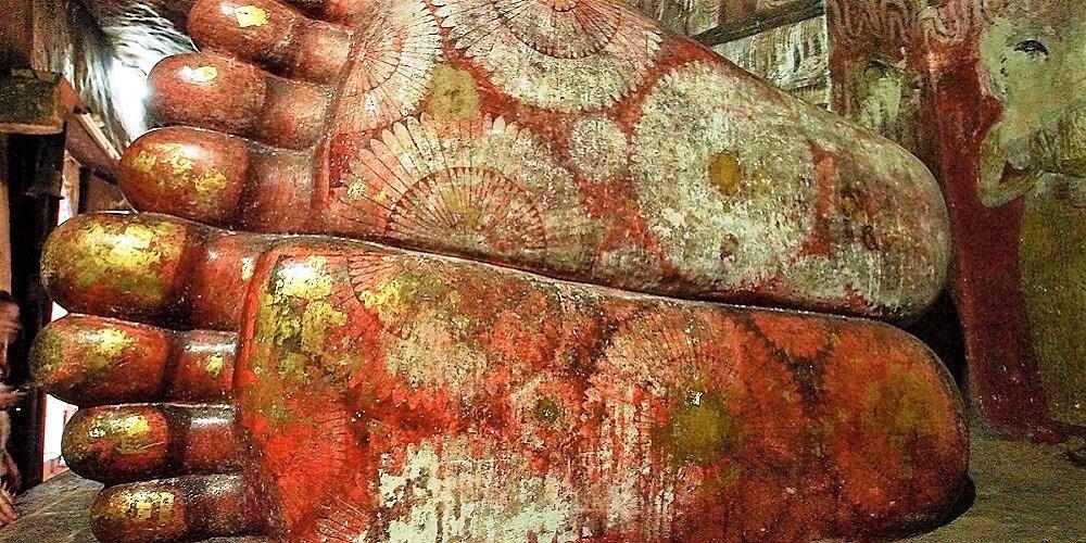 dambulla cave temple feet