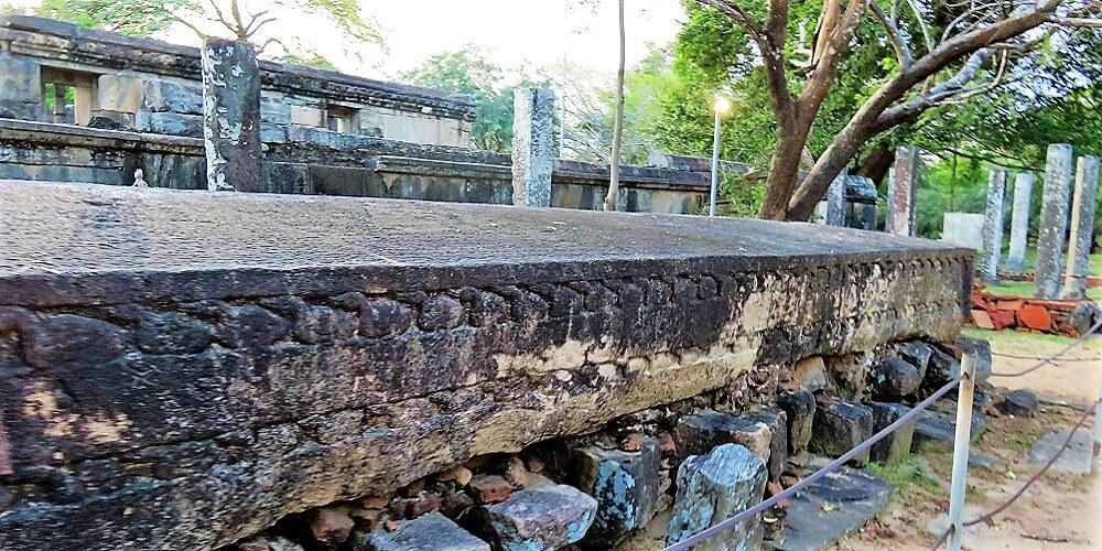 polonnaruwa gal potha