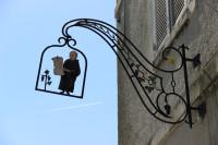 Hautvillers, Dom Perignon uithangbord