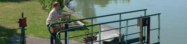 Bediening van een sluis op het Loire kanaal