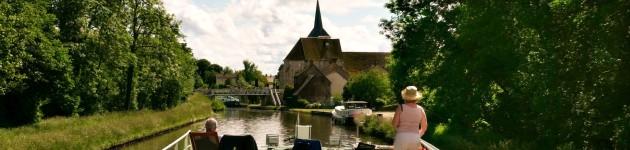 Arrivé de la péniche-hötel Johanna à Montbouy sur le Canal de Briare