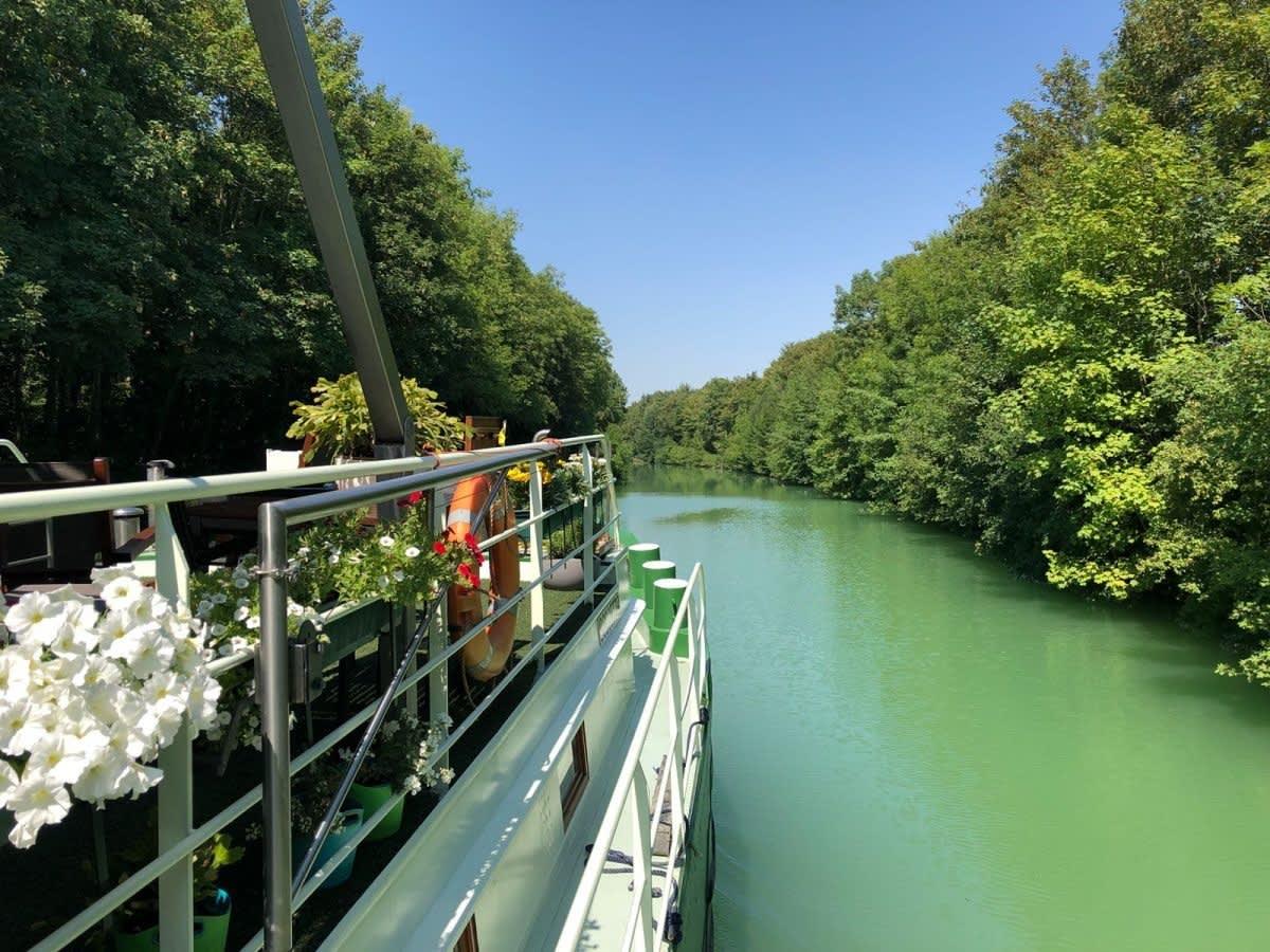 Barge Johanna op een kanaal