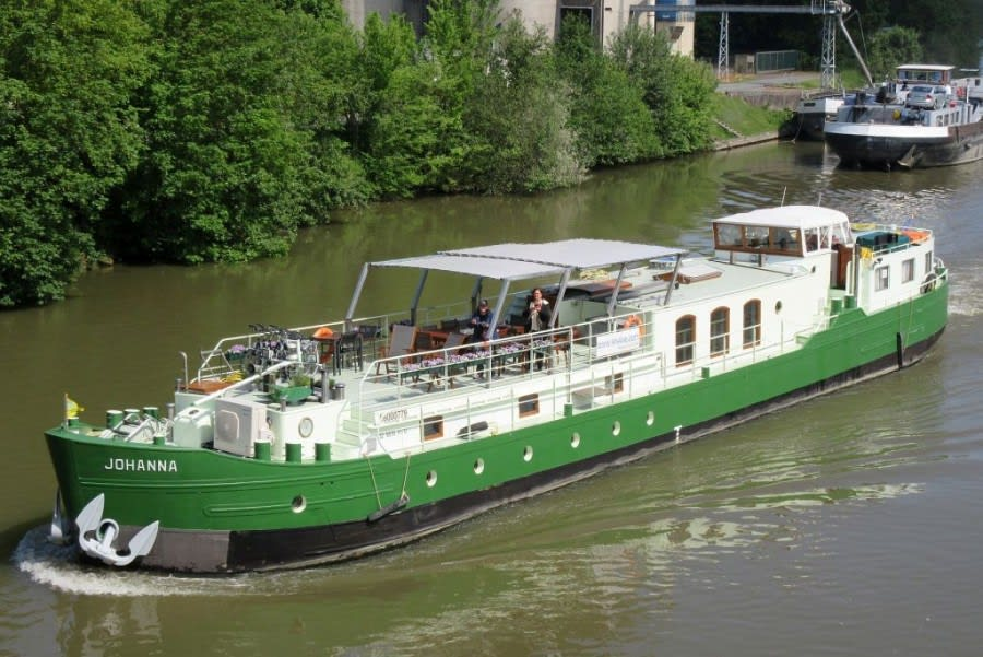 Barge Johanna cruising on the river Oise
