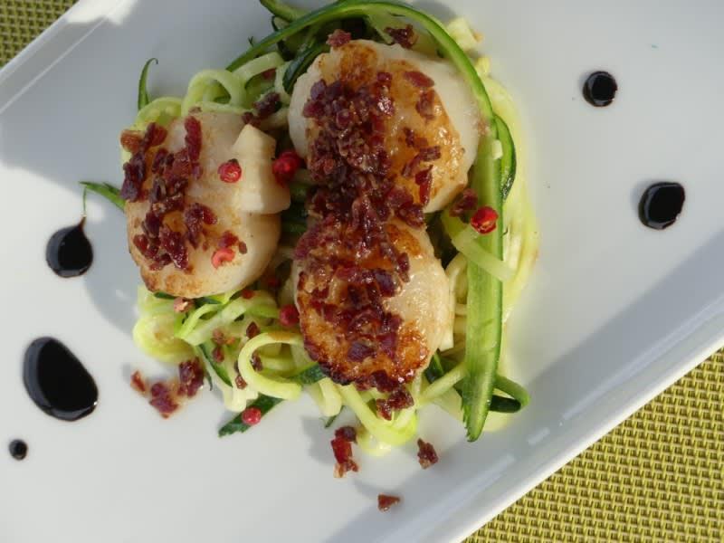 Voorgerecht met Sint-Jacobs schelpen, heerlijke gastronomische keuken op barge Johanna cruises