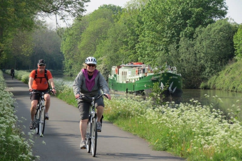 Cycling on the towpath with barge Johanna