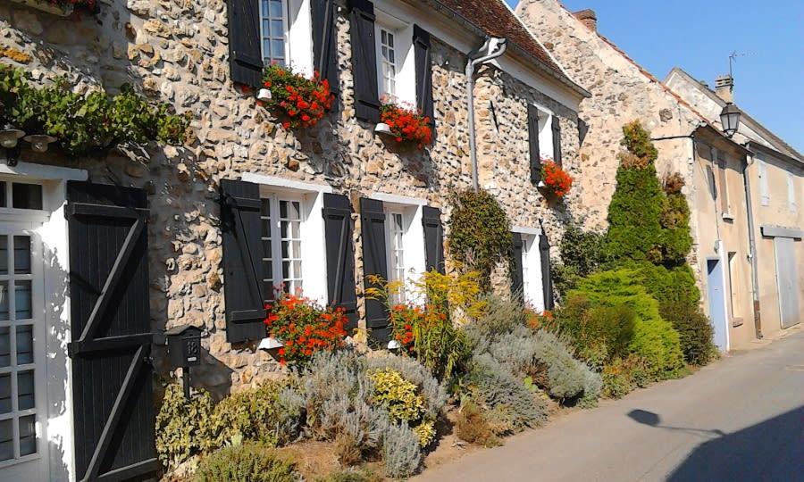 Bebloemd huis in het dorpje Bonneil