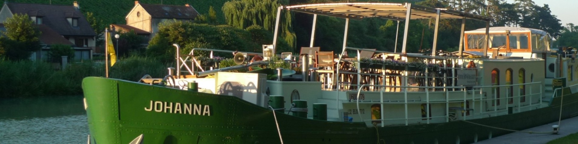 Barge Johanna moored in Marreuil sur Ay