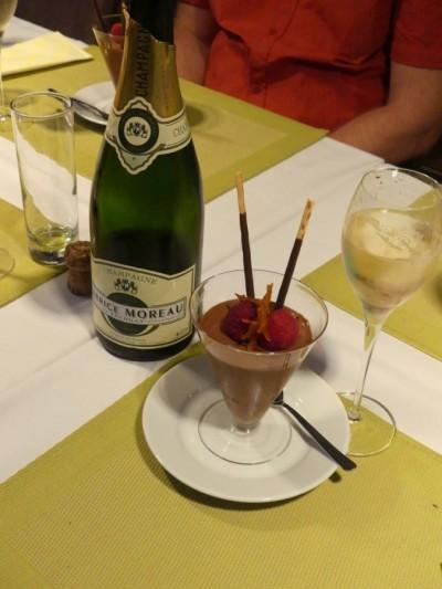 Champagne et dessert au chocolat