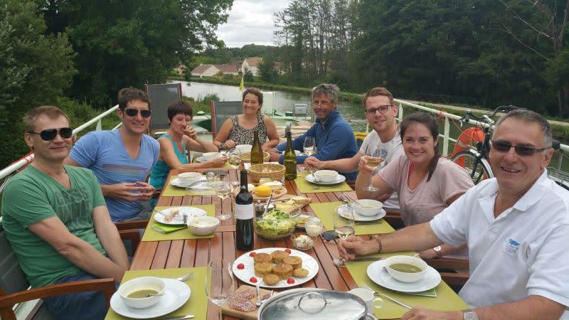Al fresco lunch, feeling at home on board Johanna