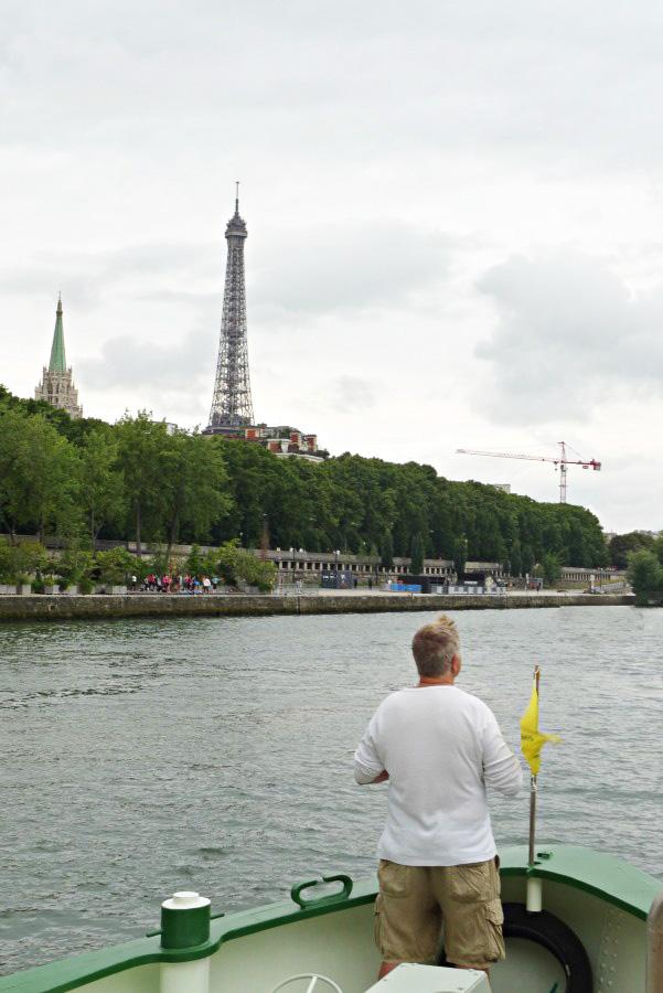 Eiffeltoren van op de boeg van barge Johanna