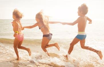 Kinder am Strand, Mexico