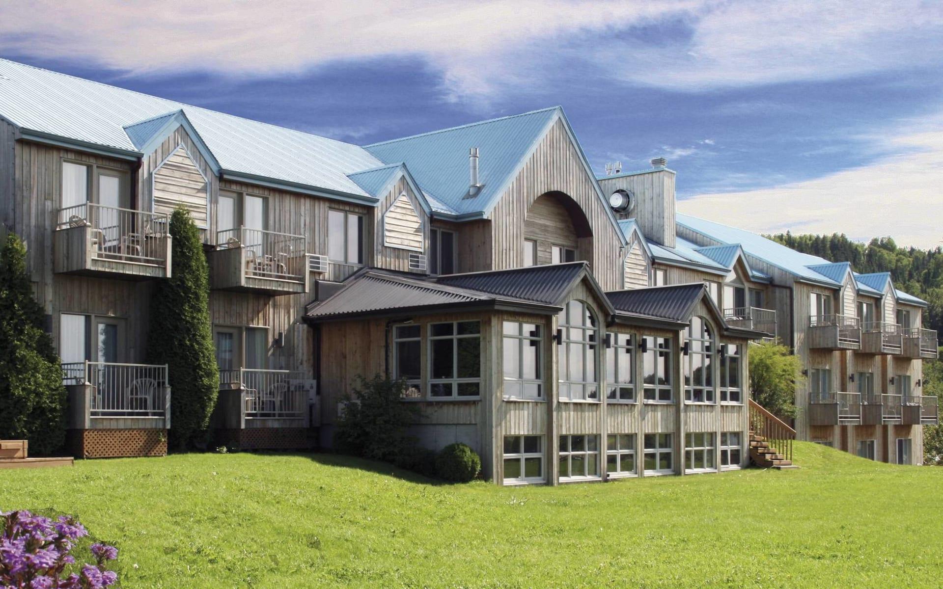 Auberge des Battures in La Baie: _ exterior Auberge des Battures Sicht auf Hotel von aussen