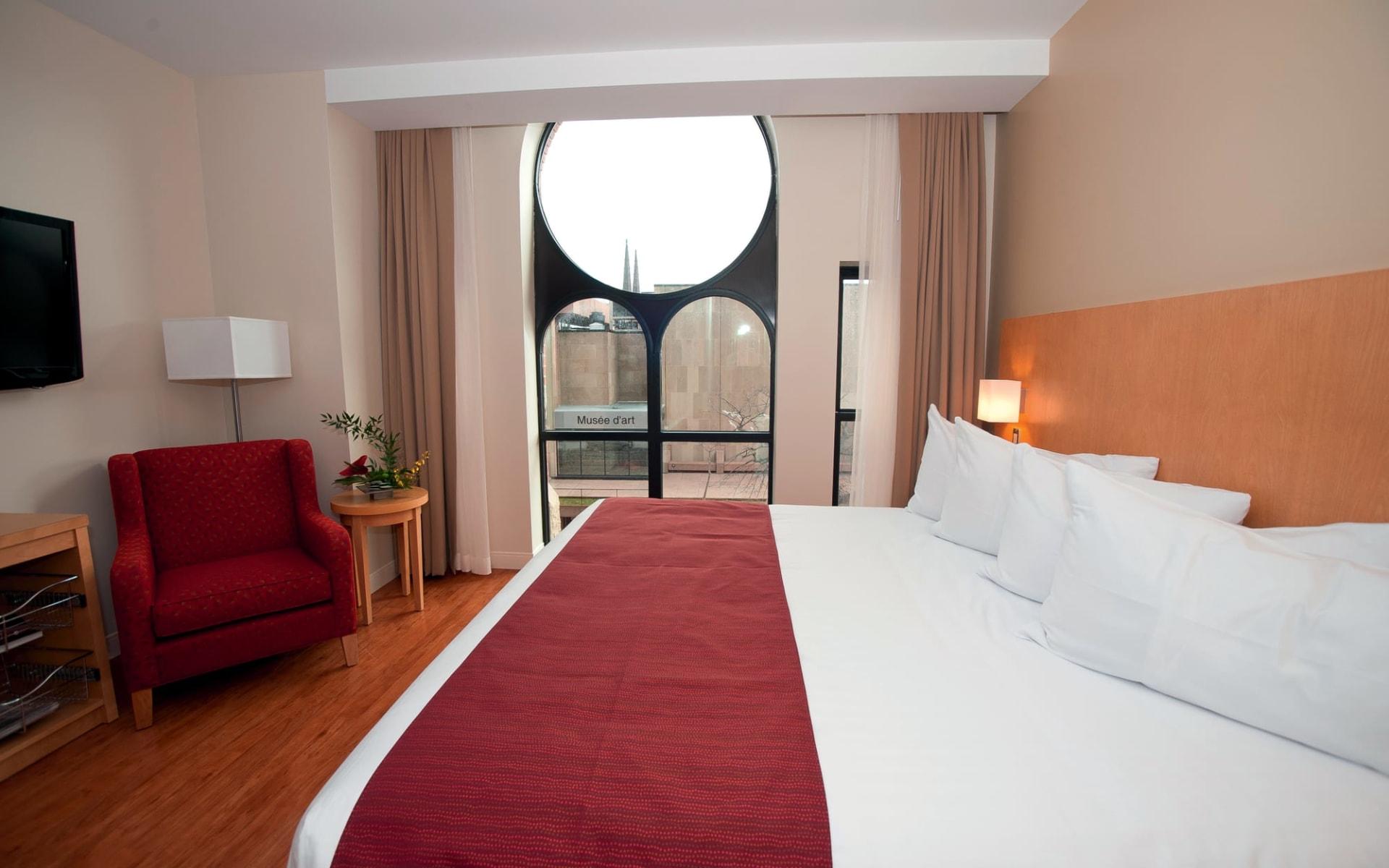 The Holman Grand Hotel in Charlottetown: Standard King Bett Zimmer