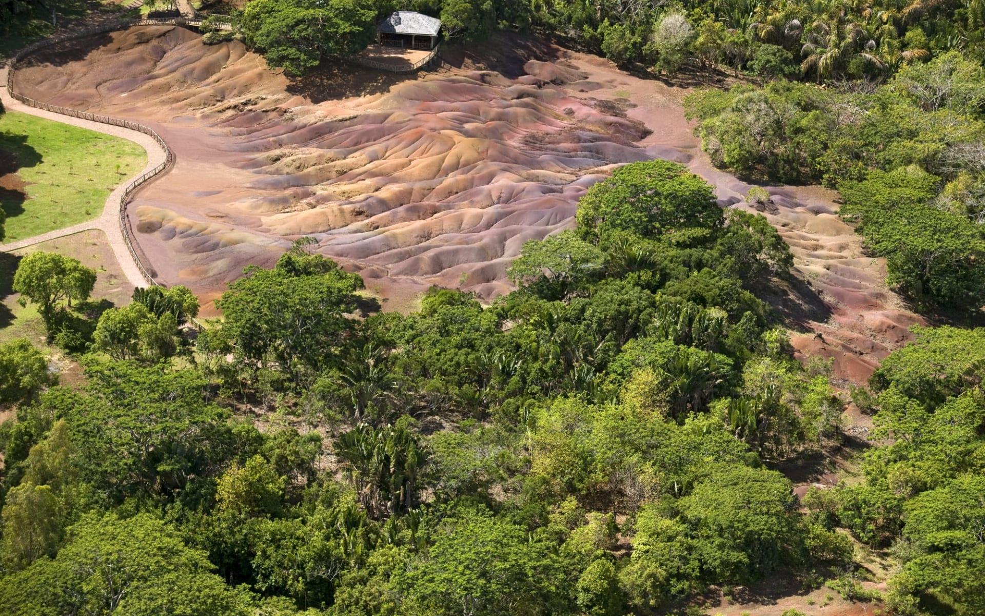 Pedaler a la Mauricienne ab Saint Antoine: 7 colored earth