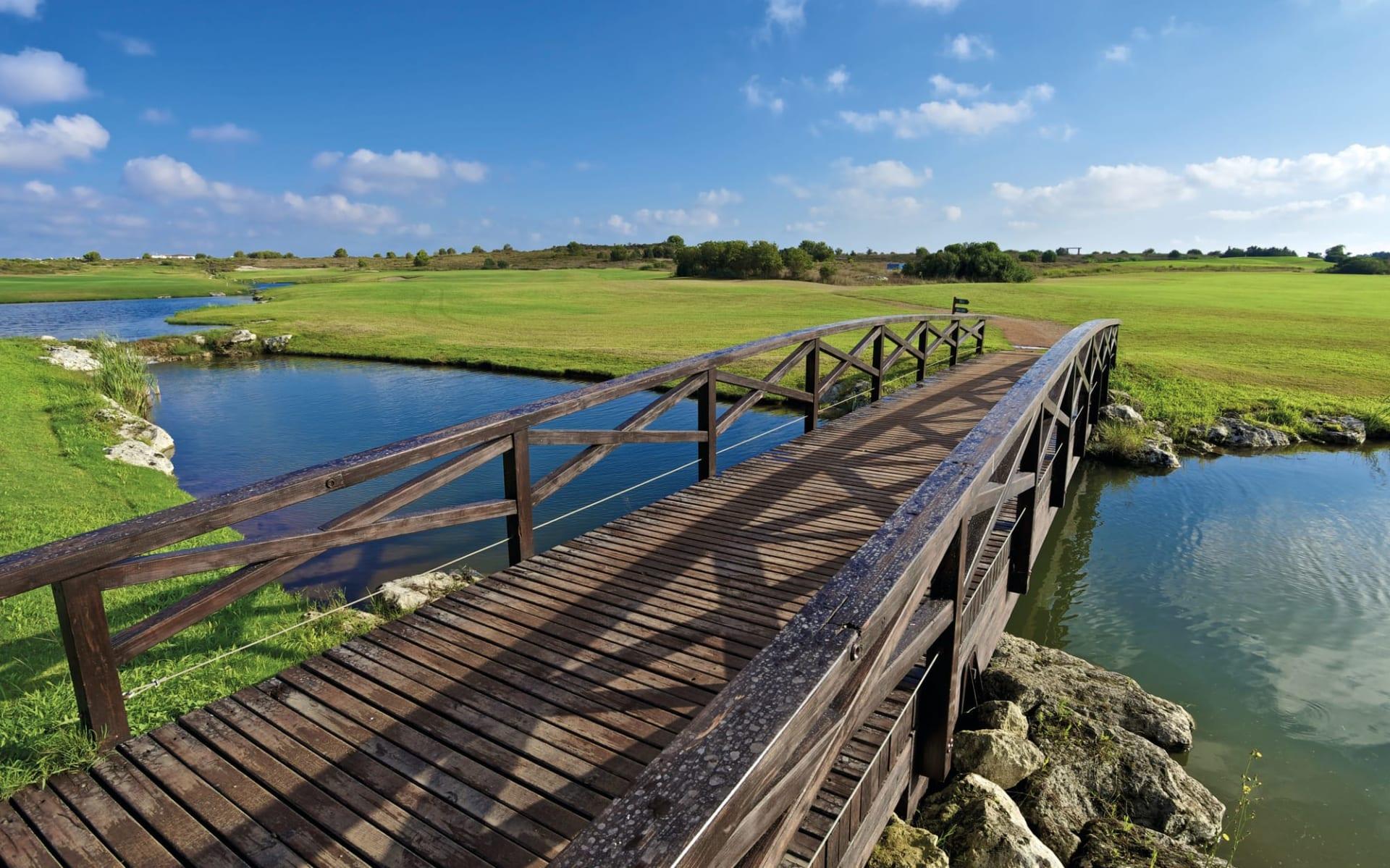Acaya Golf Resort in Brindisi: Acaya-Golf-Resort_Golf_Bridge_IAGTO