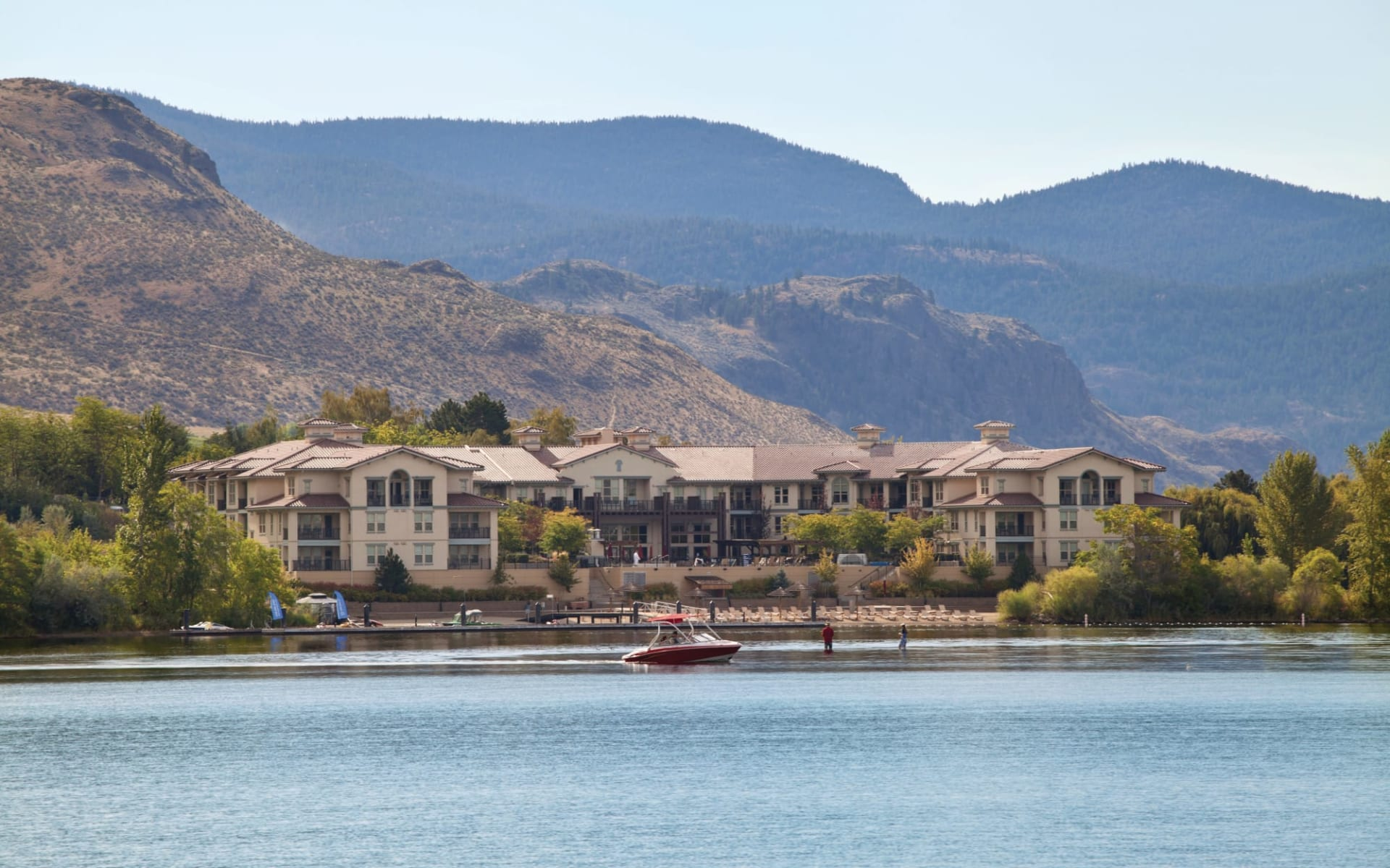 Walnut Beach Resort in Osoyoos:  activ_Walnut Beach Resort_Boating_cWBR