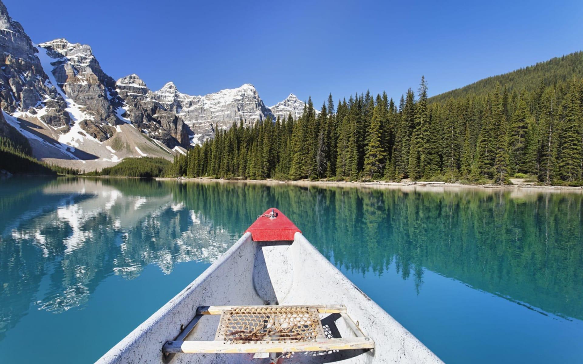 Moraine Lake Lodge in Lake Louise:  Moraine Lake Lodge_Canoeing