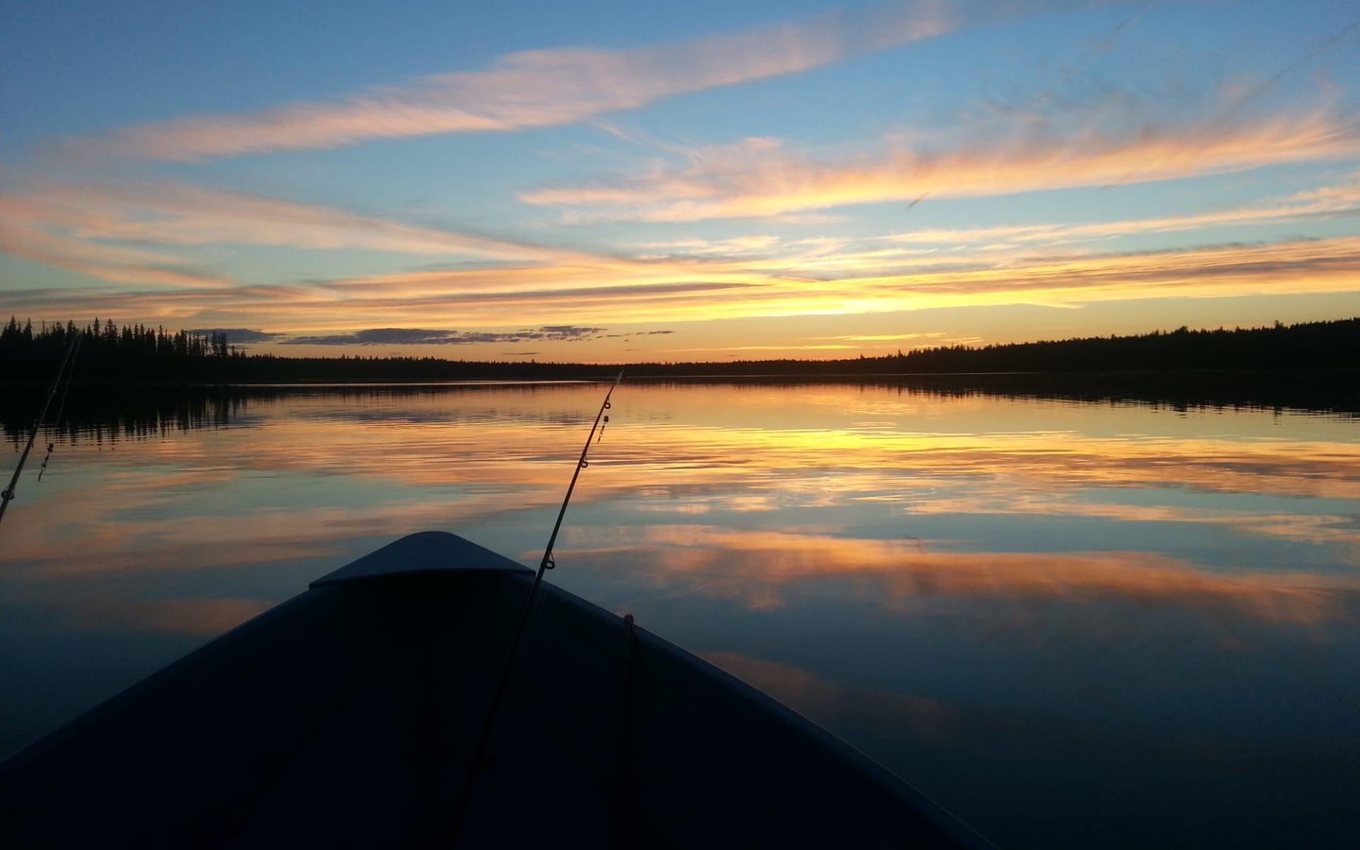 Ten-ee-ah Wilderness Lodge in Lac La Hache:  Ten-ee-ahLodge_Canoeing
