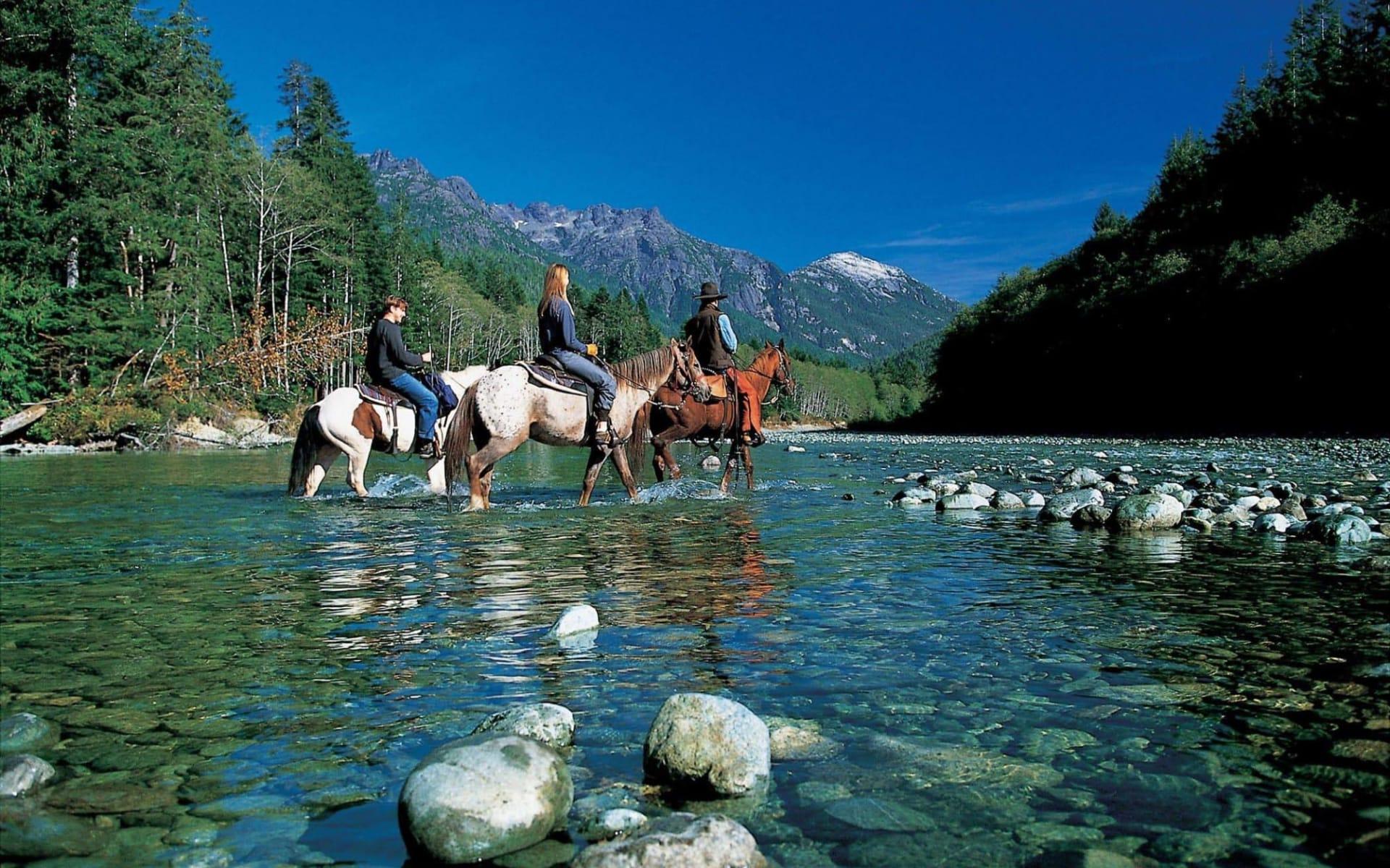Clayoquot Wilderness Resort in Tofino: aktiv_ClayoquotWildernessResort_HorsebackRiding