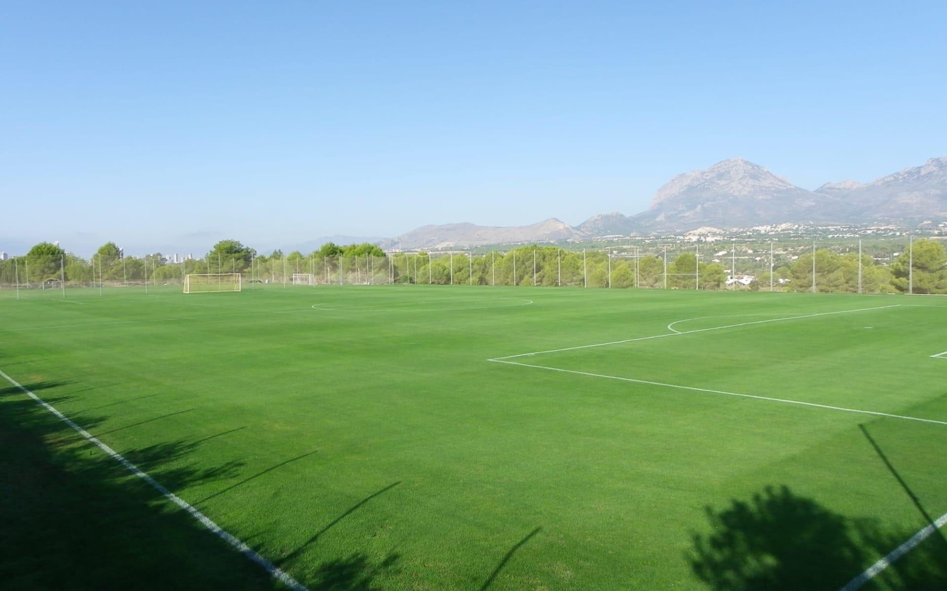 Alicante - Hotel Albir Garden ab Costa Blanca: Albir - Fussballplatz