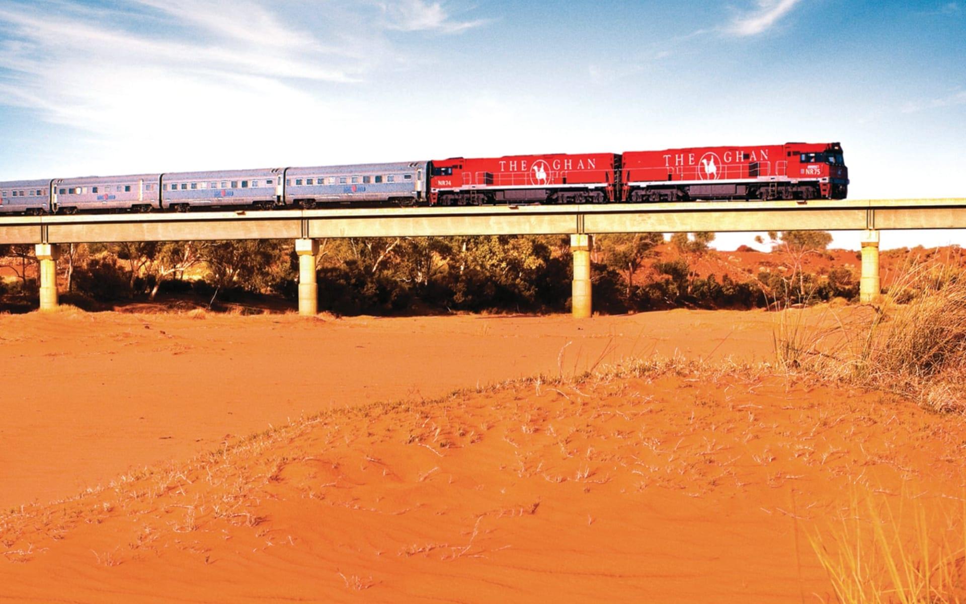 The Ghan - Expedition ab Darwin: Australien - Bahnreisen - The Ghan auf Brücke