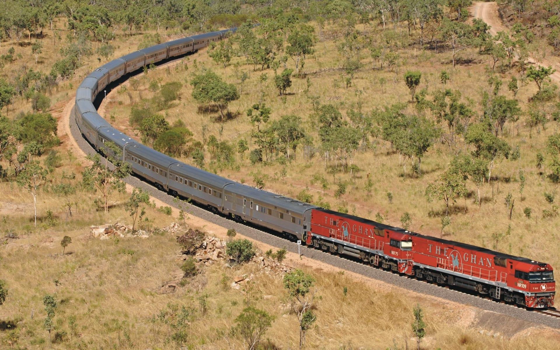 The Ghan von Darwin bis Alice Springs: Australien - Bahnreisen - The Ghan in Kurve