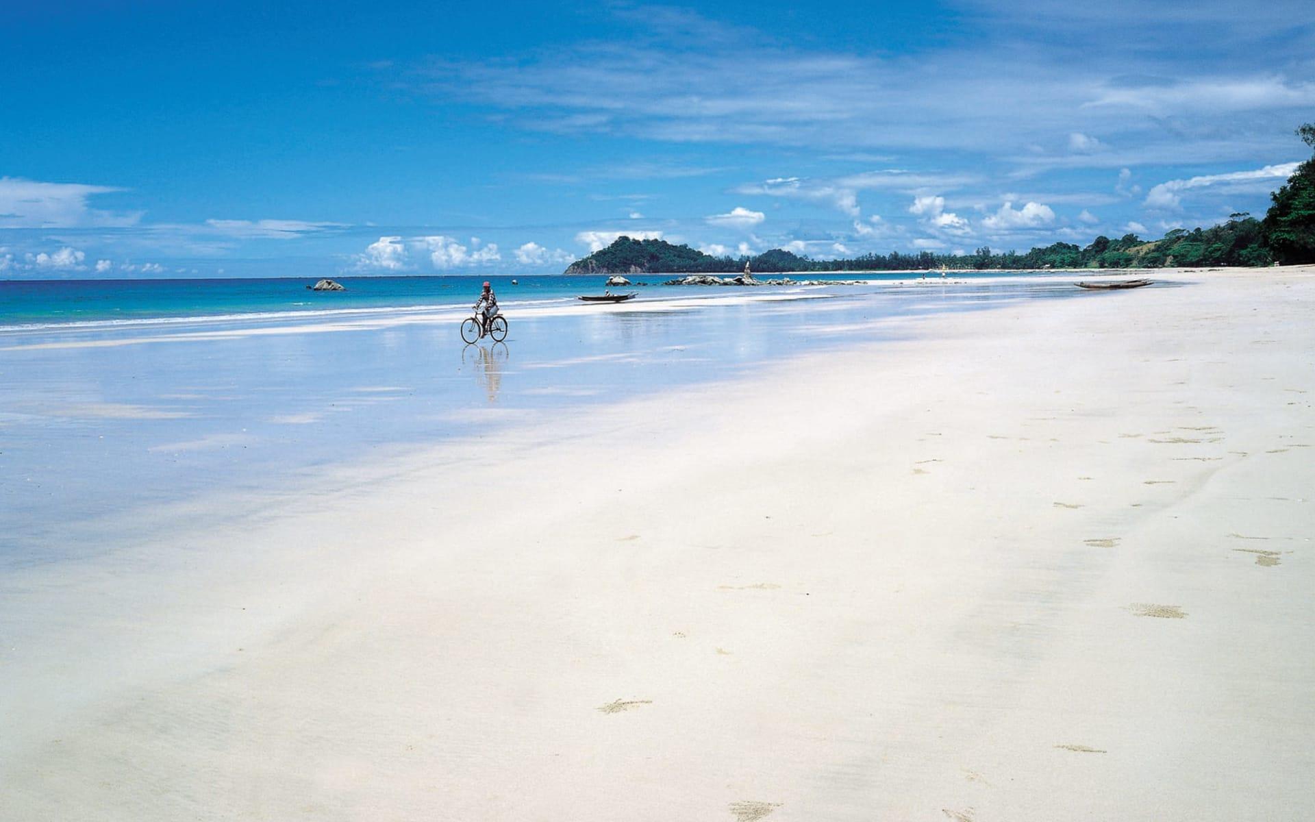 Sandoway Resort in Ngapali: Beach