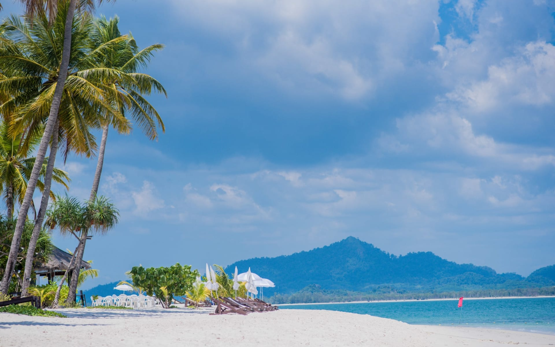 Sivalai Beach Resort in Ko Mook: Beach