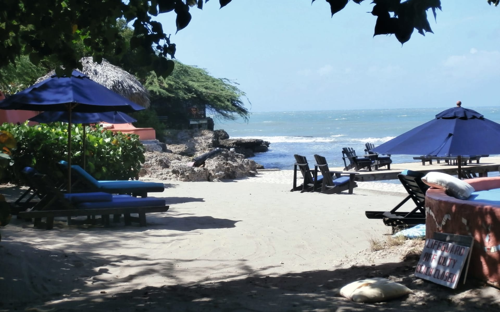 Jakes Hotel in Treasure Beach:  Exterior Jakes Treasure Beach - Strandansicht ccCaribic Vacations
