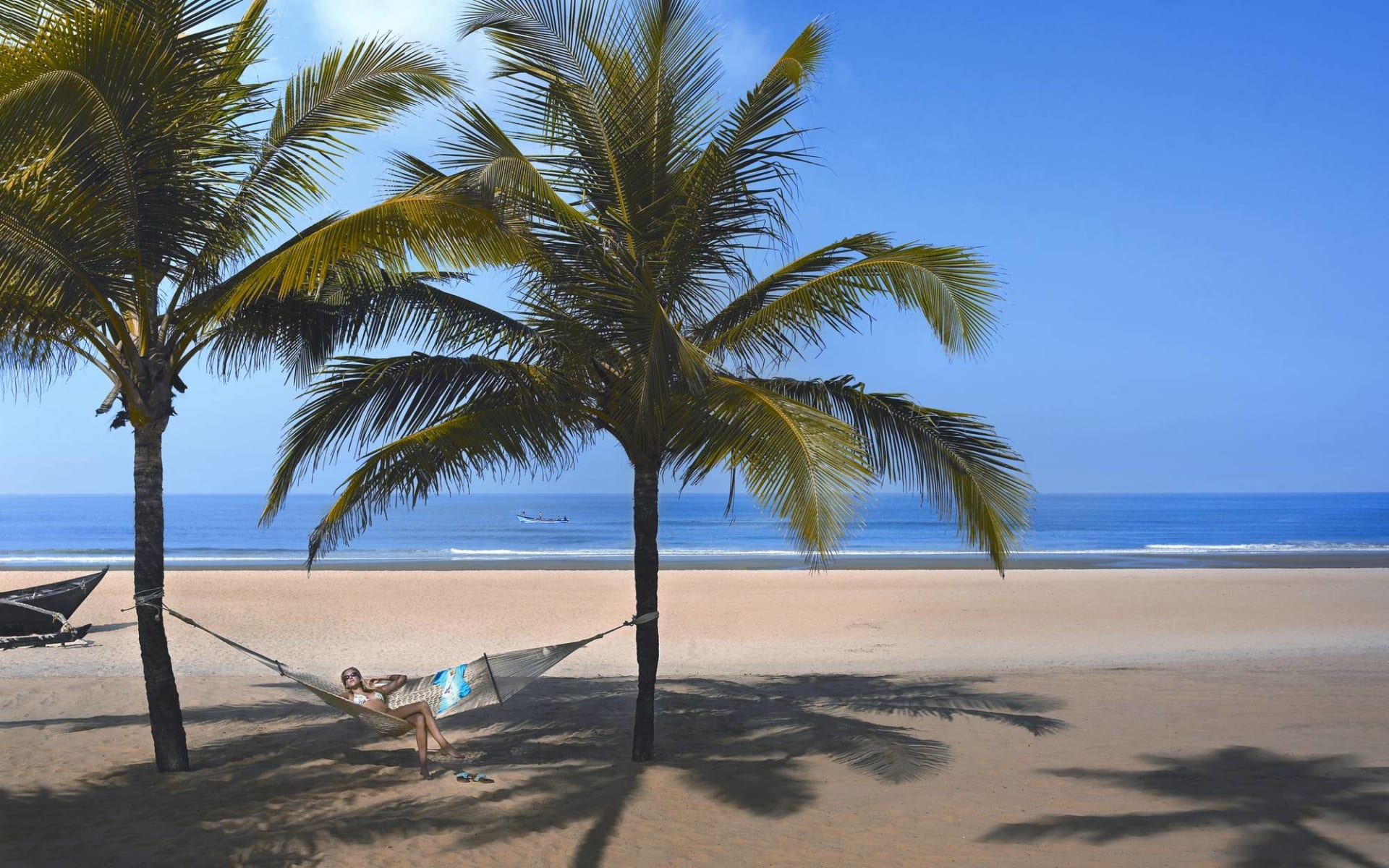 The Leela Goa: Relax at the beach