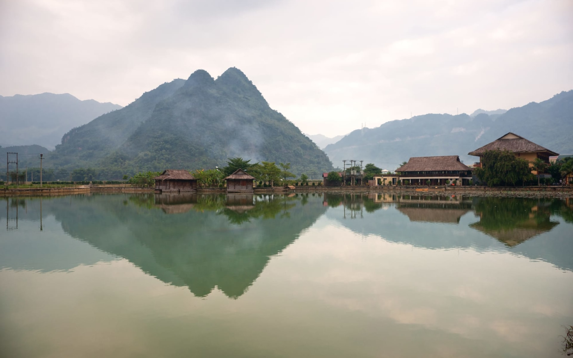 Impressionen Nordvietnams & Halong Bay Kreuzfahrt ab Hanoi: Beautiful panorama in Mai Chau Valley