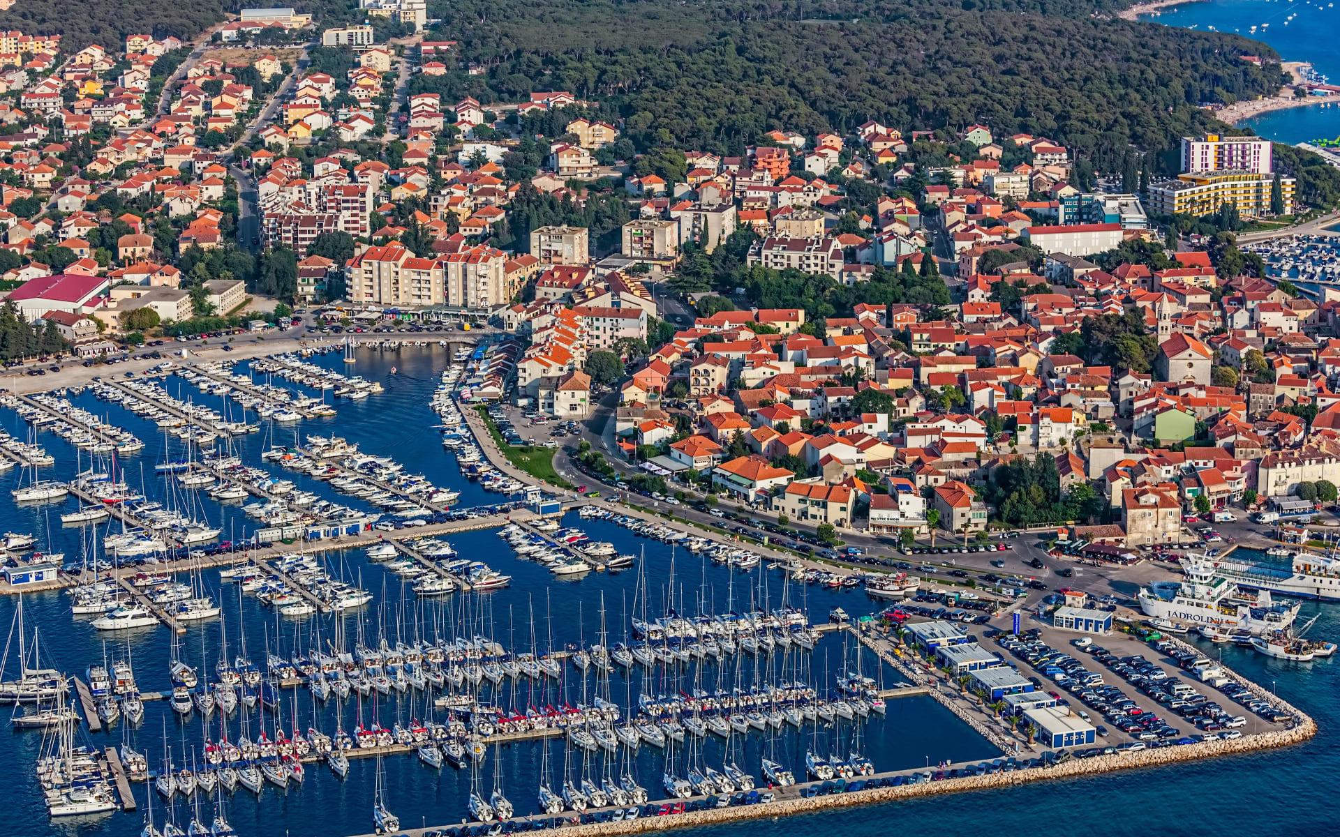 Badeferien im Crvena Luka Hotel & Resort ab Zadar: Biograd_Na_Moru_Hafen_