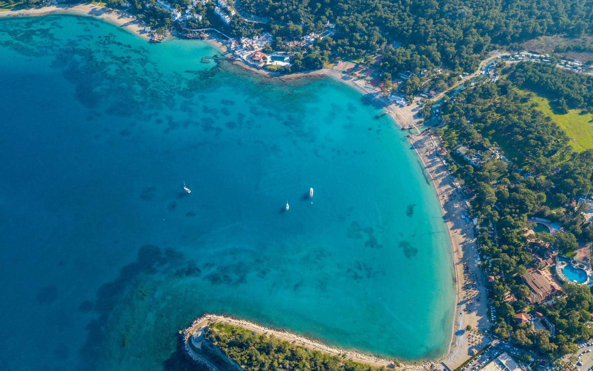Badeferien im Delphine Deluxe Blue Waters ab Antalya: blaues Meer_Türkei