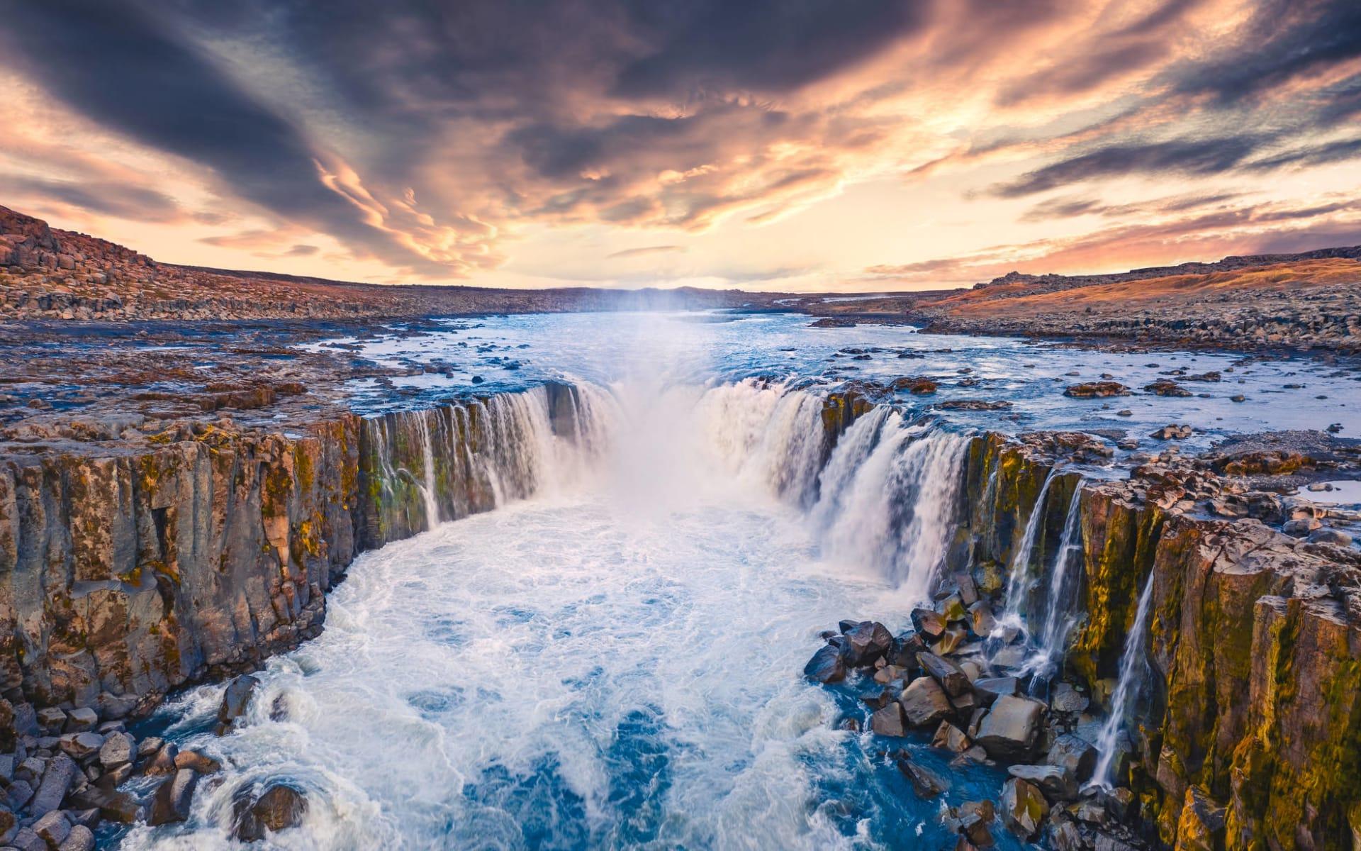 Kast Guesthouse in Reykjavik: Blick von der fliegenden Drohne des Selfoss Wasserfalls