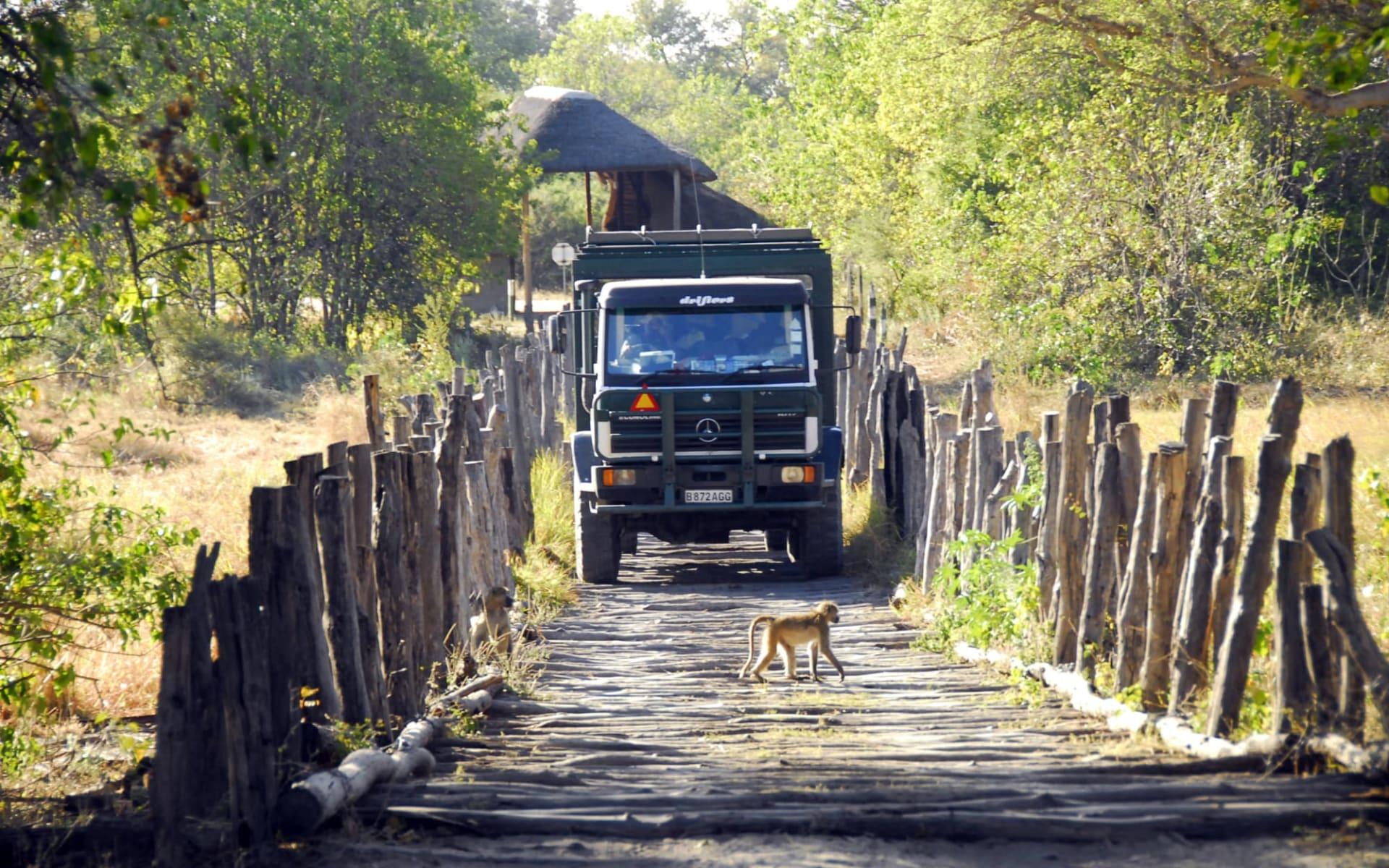 Botswana Abenteuer ab Central Kalahari: Botswana Truck at 3rd bridge