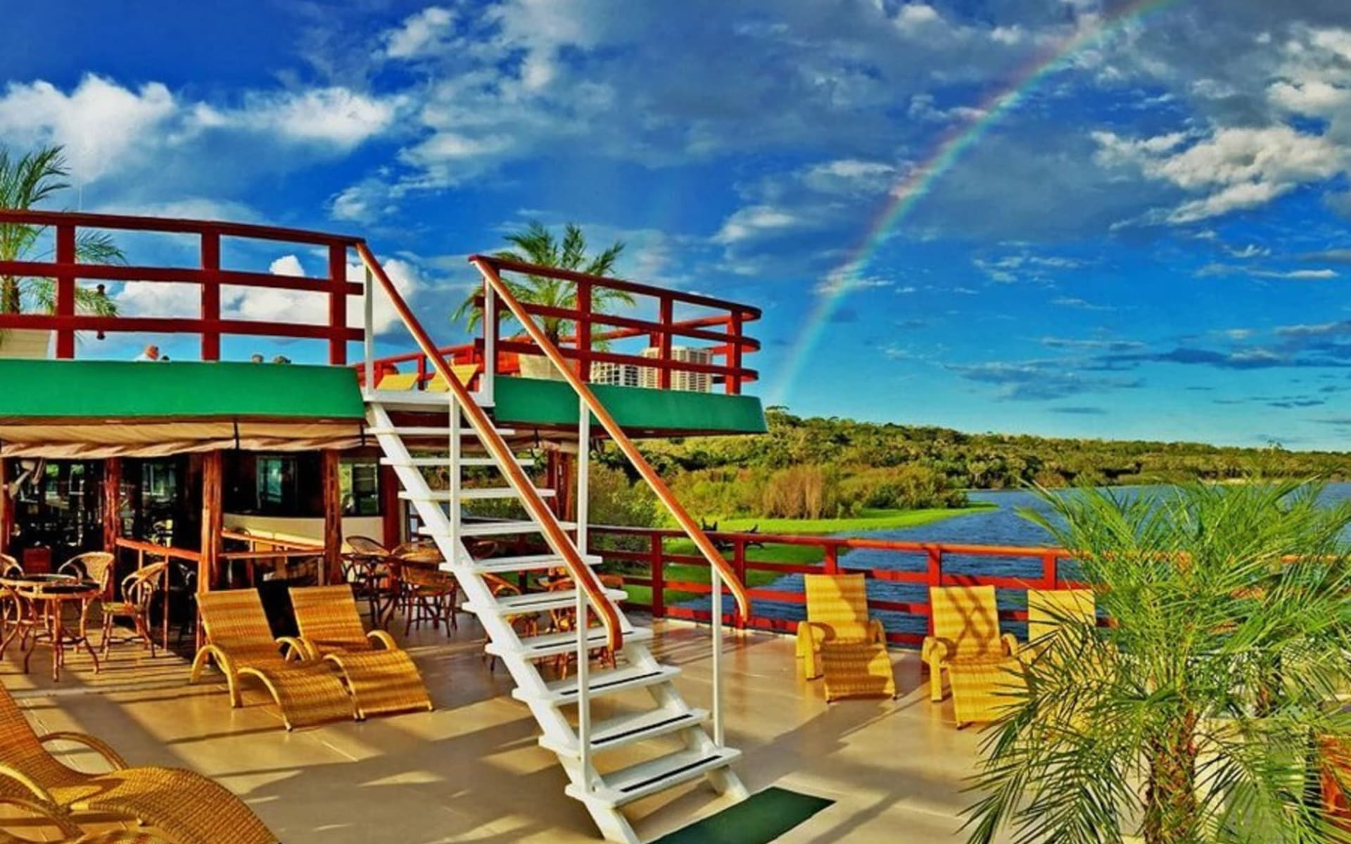 Flussfahrt Amazon Clipper Cruises / Rio Negro ab Manaus: Clipper Deck mit Regenbogen