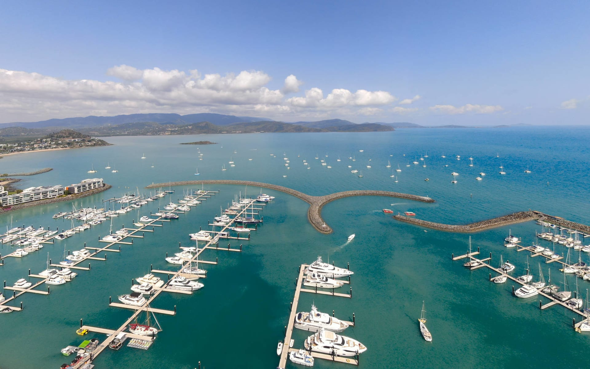 Coral Sea Marina Resort in Airlie Beach: Coral Sea Marina Rst 1591511950