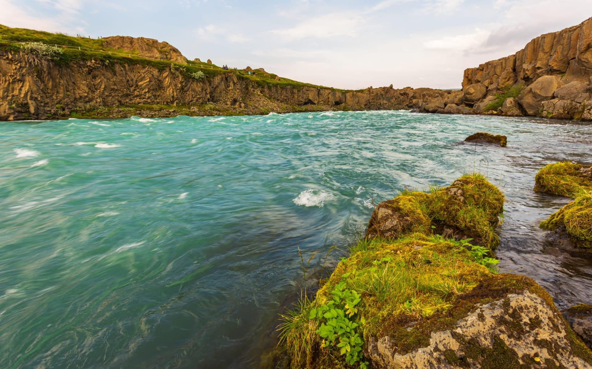 Hengifoss Guesthouse in Faskrudsfördur: Die milden blauen Gewässer des Skjalfandafljot Flusses, der den Godafoss-Wasserfall bildet, der von der Nordseite des Vatnajokull-Gletschers fliesst