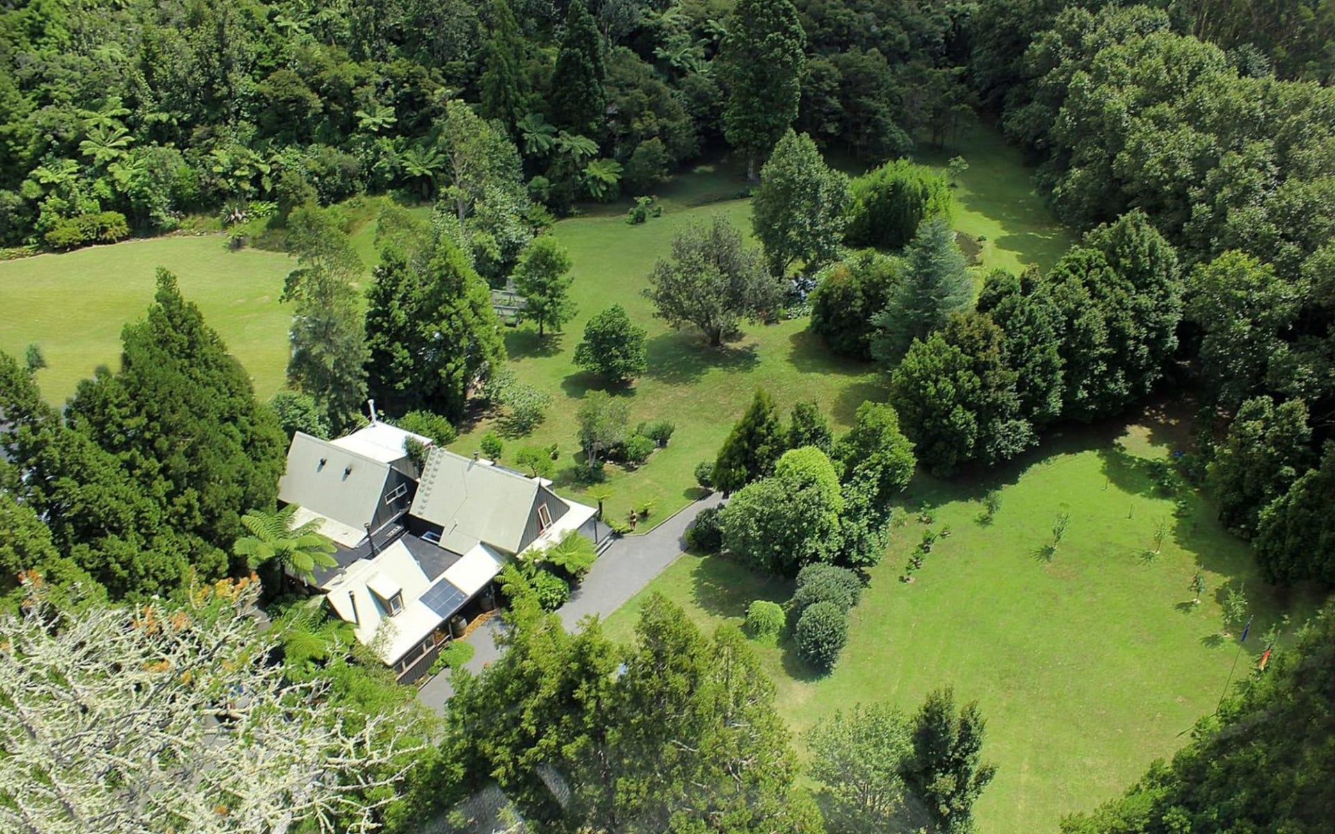 Bushland Park Lodge in Whangamata:  2 Bushland Park Lodge & Retreat air 2014 ss