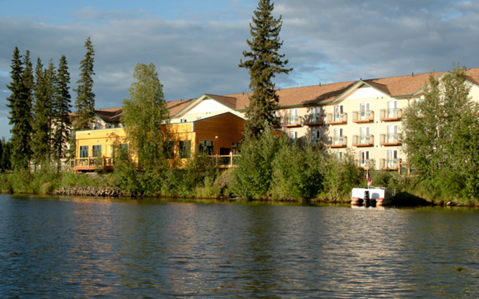 Pike's Waterfront Lodge in Fairbanks:  2012_089_02_Pikes Waterfront