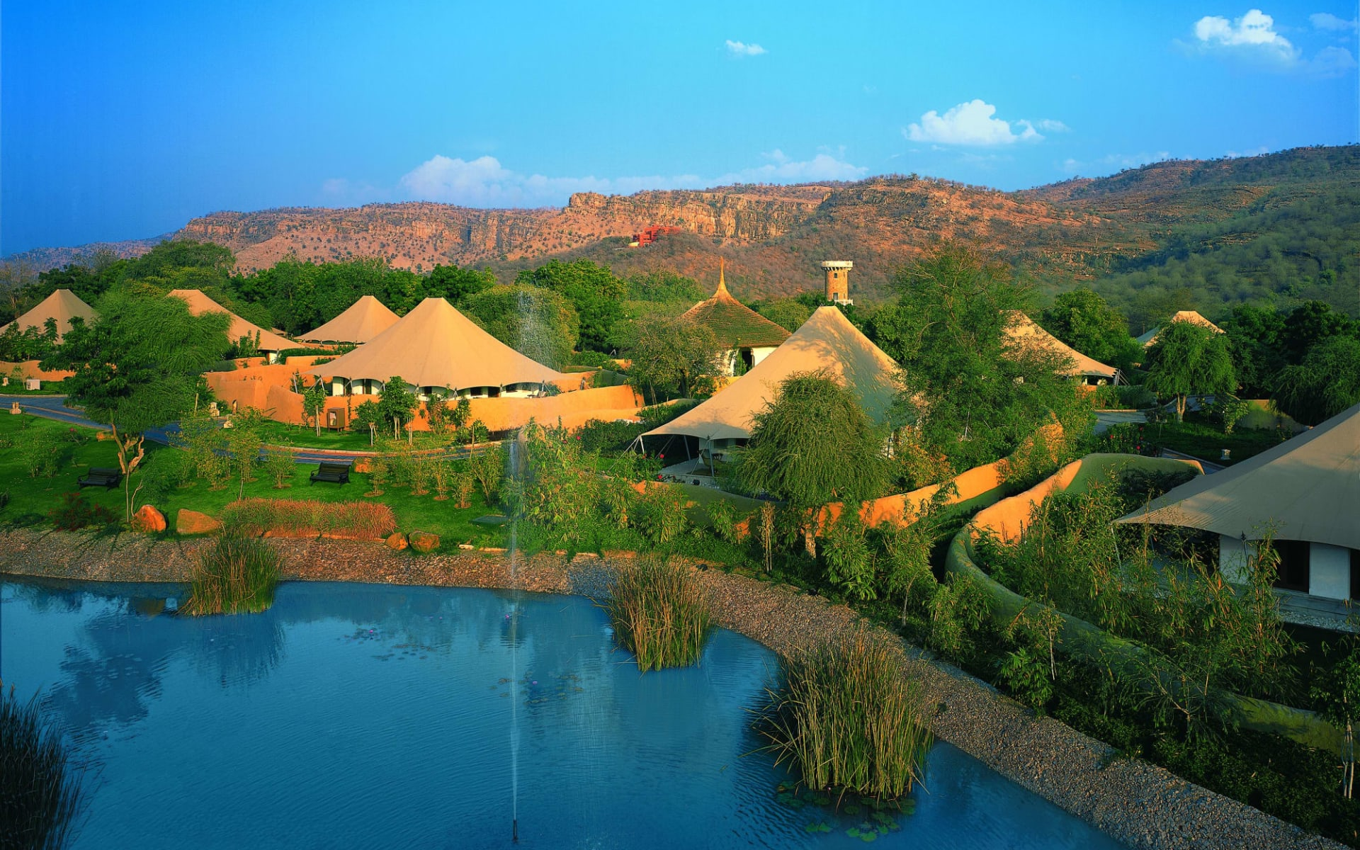 The Oberoi Vanyavilas Wildlife Resort in Ranthambore: