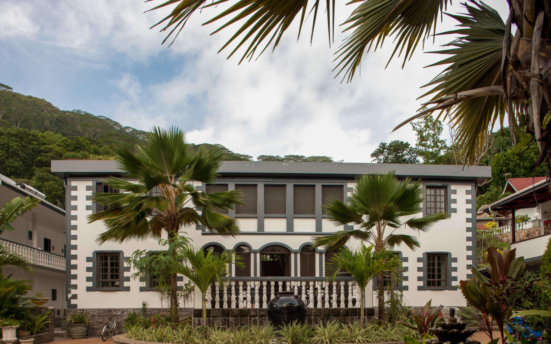 Chateau St. Cloud in La Digue: